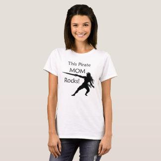 Camiseta Rochas desta mamã do pirata com espada