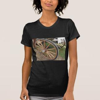 Camiseta Rodas traseiras da carruagem antiquado do cavalo