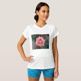 Camiseta rosa do rosa