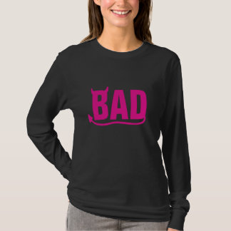 """Camiseta """"Rosa mau"""" com chifre e cauda do diabo"""