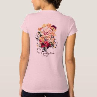Camiseta Rosas e lilac. O amor está querendo ser amado