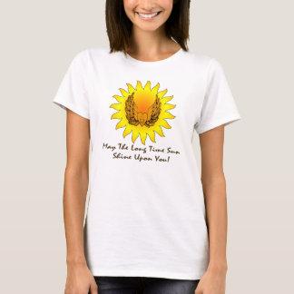 Camiseta Rotulação escura voada Sun do coração dos muitos