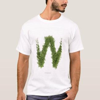 "Camiseta Rotule ""W"" no agrião no fundo branco,"