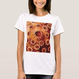Camiseta rupturas vermelhas da flor
