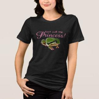 Camiseta Sapo com unhas e a fotografia cor-de-rosa do batom
