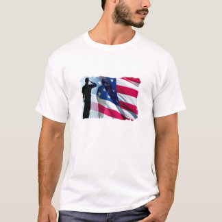 Camiseta Saudação militar do dia de veteranos a bandeira