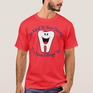 Camiseta Seja amável a seu dentista que têm T-S dos