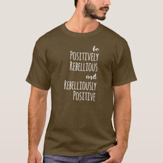 Camiseta Seja positivamente rebelde e Rebelliously positivo