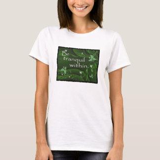 Camiseta Seja tranquilo dentro do t-shirt das mulheres da