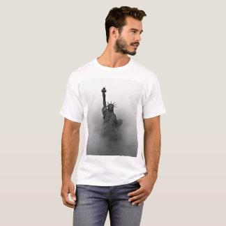 Camiseta Senhora preto e branco Liberdade encoberta na
