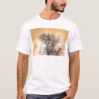Camiseta Sepia que Roosting pássaros