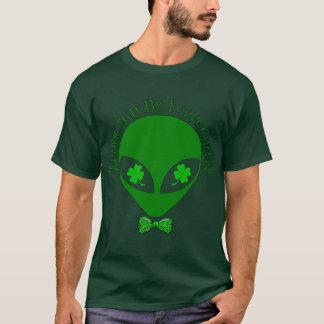 Camiseta Sequestrado pelos Leprechauns estrangeiros