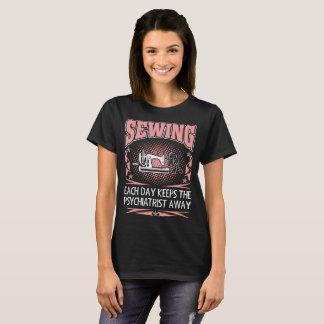 Camiseta Sewing cada dia mantem o Tshirt ausente do