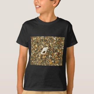 Camiseta Shell entre seixos
