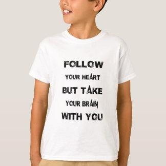 Camiseta siga seu coração tomam seu cérebro com você