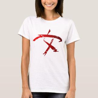 Camiseta Símbolo do guerreiro da mulher sobre o branco