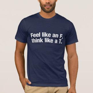 Camiseta Sinta como um F, pense como um T. (para cores
