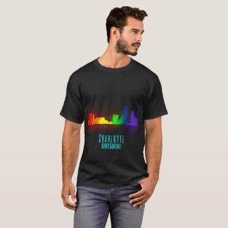 Camiseta Skyline do arco-íris de Charlotte