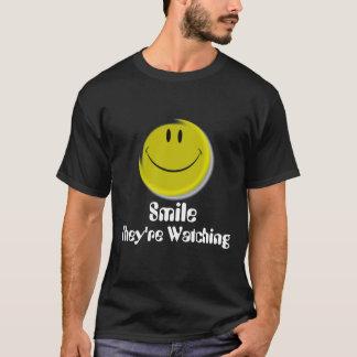 Camiseta Smiley face, estão olhando, sorriso