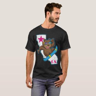 Camiseta Snowboarder retro do urso de Califórnia