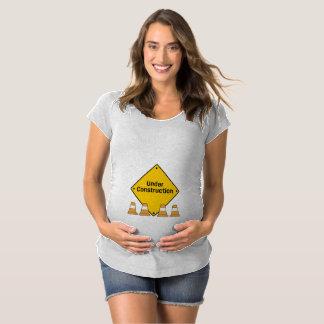 Camiseta Sob a construção com cones