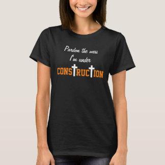 Camiseta sob mulheres do tshirt da construção