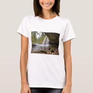 Camiseta Sob o montículo superior a angra cai no outono