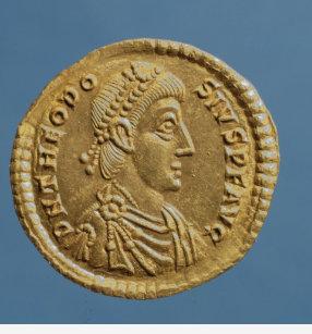 58183f2632b Camiseta Solidus de Theodosius mim o excelente drapejado