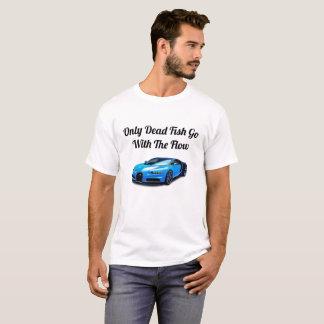Camiseta Somente os peixes inoperantes vão com o fluxo