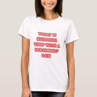 """Camiseta """"Sono com dia nacional de um paramédico"""""""