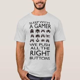 Camiseta SONO COM UM GAMER!!! O t-shirt básico dos homens