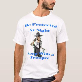 Camiseta Sono com um soldado