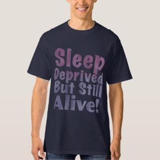 Camiseta Sono destituído mas ainda vivo em roxos sonolentos