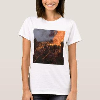 Camiseta Splatter e fluxo da lava