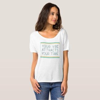 Camiseta Sua impressão atrai seu tribo