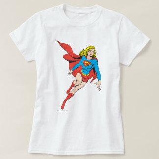 Camiseta Supergirl no movimento
