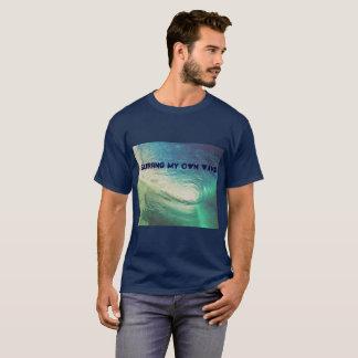 """Camiseta """"Surfando minha própria onda"""" inspirada pelo"""
