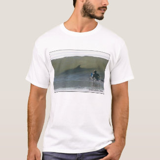 Camiseta surfar com tubarão