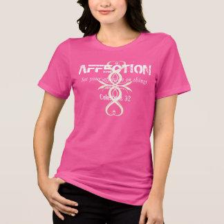 Camiseta T cor-de-rosa das senhoras da cruz do coração do