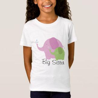 Camiseta T cor-de-rosa e verde da irmã mais velha do