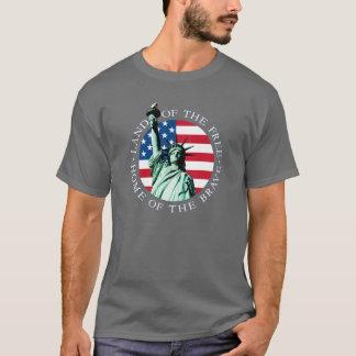 Camiseta T da liberdade da estátua da bandeira americana