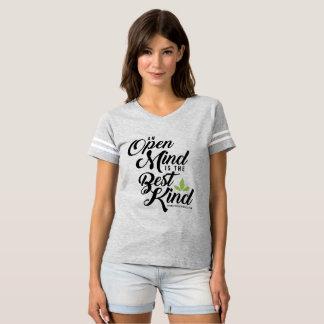 Camiseta T da mente aberta de Cannatopia do futebol das