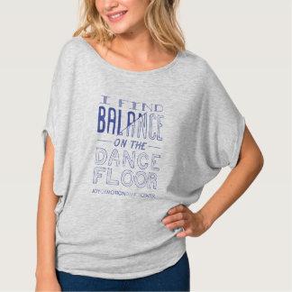 Camiseta T de Flowy do equilíbrio das mulheres
