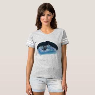 Camiseta T de futebol das mulheres da cauda da baleia