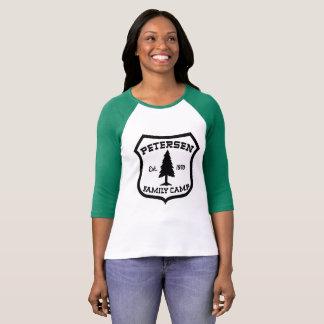 Camiseta T do basebol do acampamento da família de Petersen
