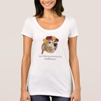 Camiseta T do filhote de cachorro da flor