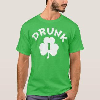 Camiseta T do número do dia de St Patrick irlandês bêbedo