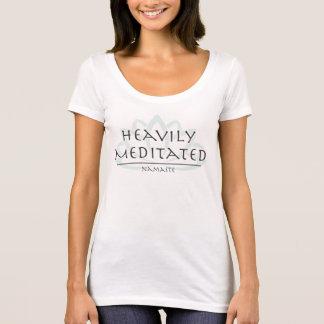 """Camiseta T do pescoço da colher """"Meditated pesadamente """""""