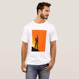 Camiseta T do surfista dos homens