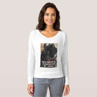 Camiseta T longo da luva das mulheres com o PIC bonito do